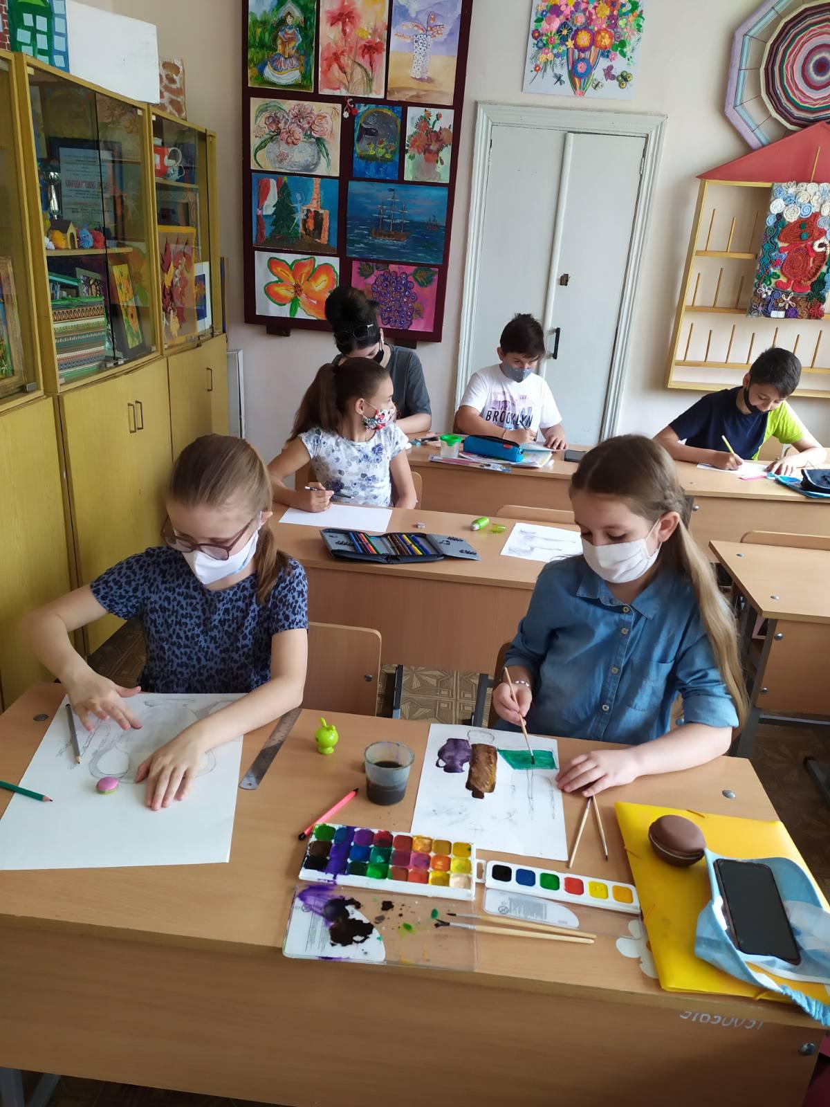 """Tabăra de vară """"Lăstărelul Creativ"""". Tema taberei """"Învăţăm, Creăm şi Cunoaştem!""""."""